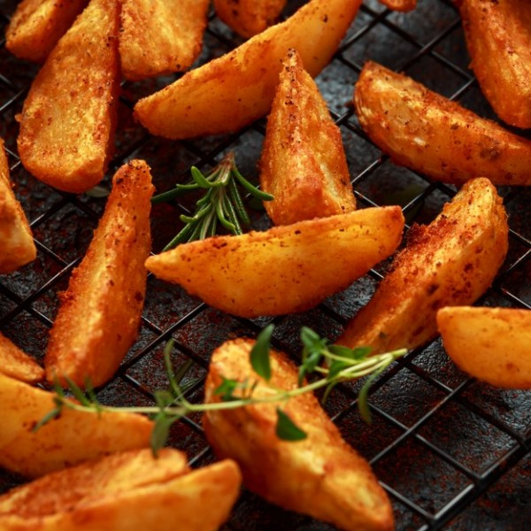 SEASONED POTATO WEDGES (2KG)